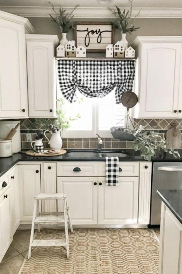cuisine style farmhouse exemple détail déco textile carreaux