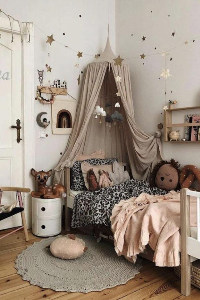 deco chambre enfant ciel de lit exemple nuance blanc nude naturel et classique petite fille