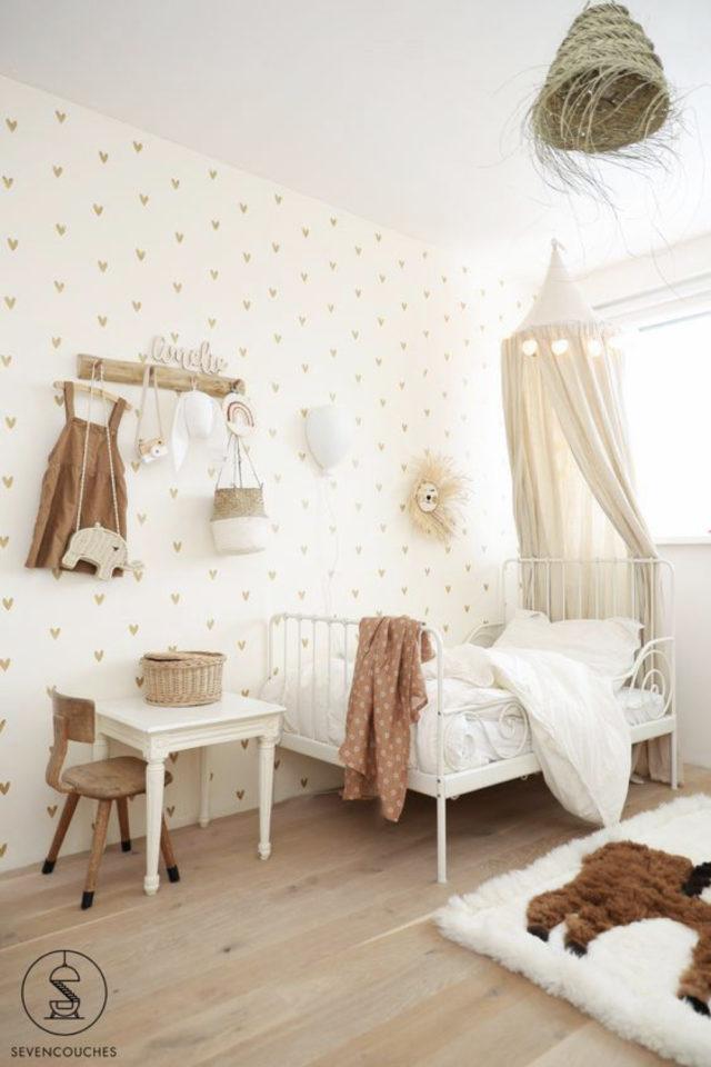 deco chambre enfant ciel de lit exemple blanc lumineux tendance beige bois