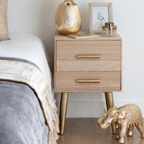 deco minimaliste chambre pas cher petite table de nuit bois et or