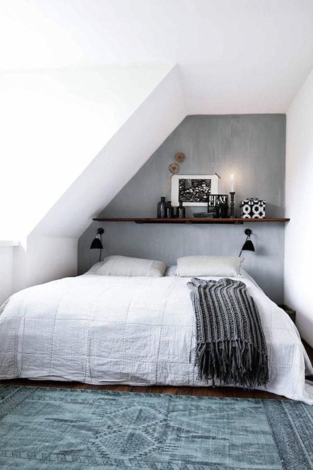 deco moderne chambre mansarde exemple mur beton ciré gris petit espace tete de lit niche
