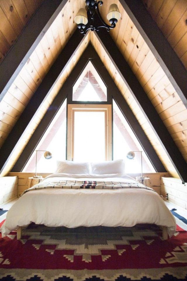 deco moderne chambre mansarde exemple ambiance cabine chalet lambris bois petit espace