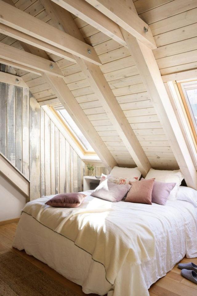 deco moderne chambre mansarde exemple lambris bois soupente ambiance cosy