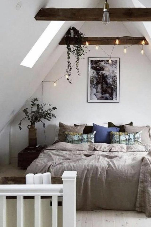 deco moderne chambre mansarde exemple linge de lit parure unie naturelle plantes