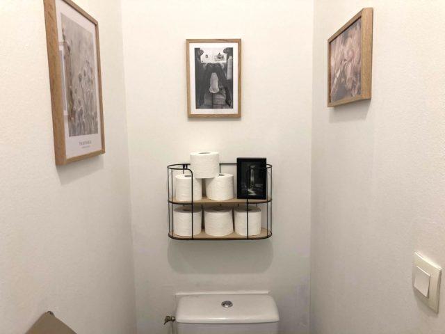 deco murale desenio toilettes blanc et cadres décoration