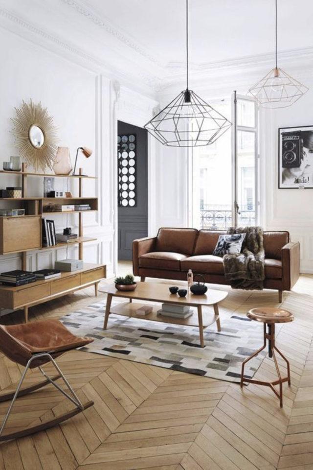 decoration moderne salon canape cuir exemple mix and match vintage et moderne bibliothèque bois appartement haussmanien