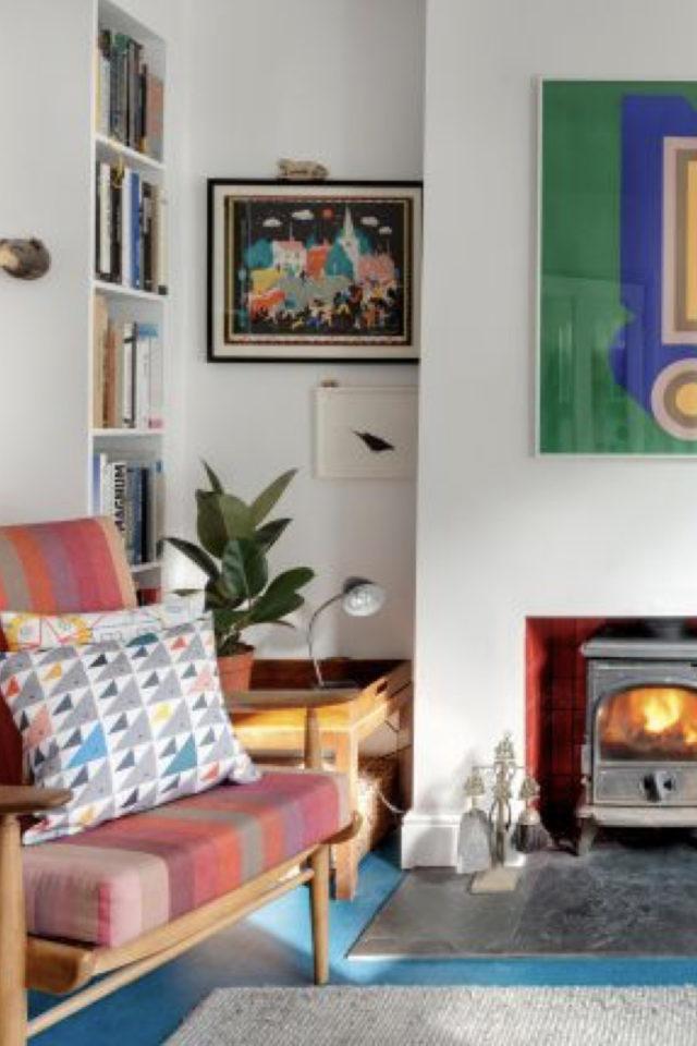 decoration murale mid century exemple salon séjour cheminée meuble années 50