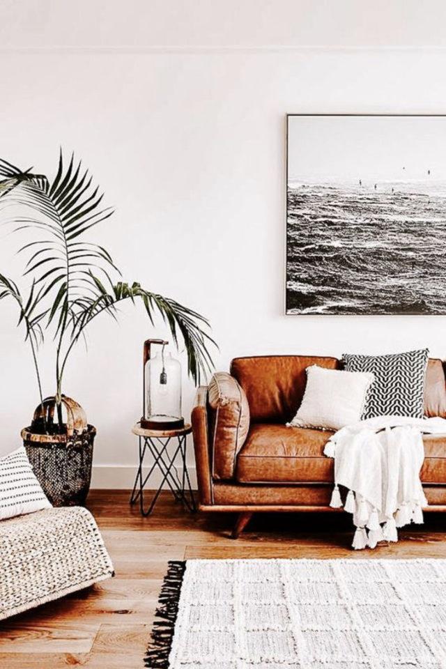 decoration salon petit canape cuir exemple lumineux blanc épuré et minimaliste plante bout de canapé