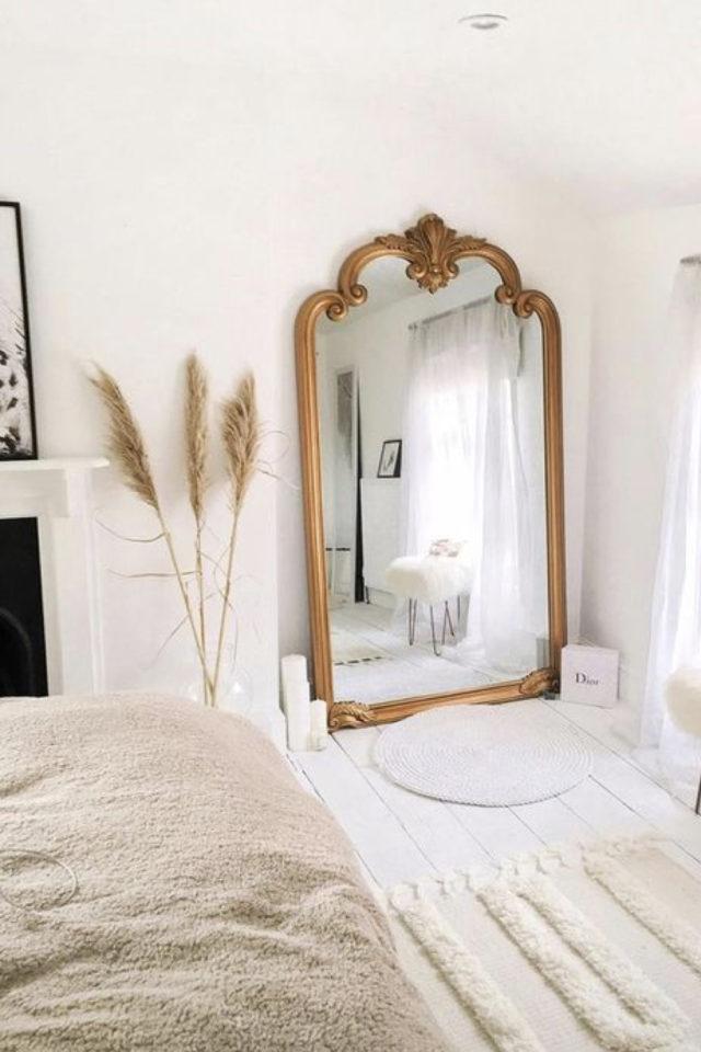 exemple chambre lumineuse meuble grand miroir classique élégant or laiton doré