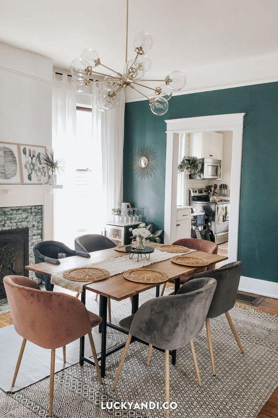 gain de place petite salle a manger exemple mur couleur vert ambiance moderne