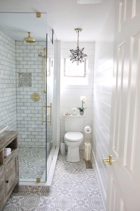gain de place petite salle de bain exemple toilette douche couloir