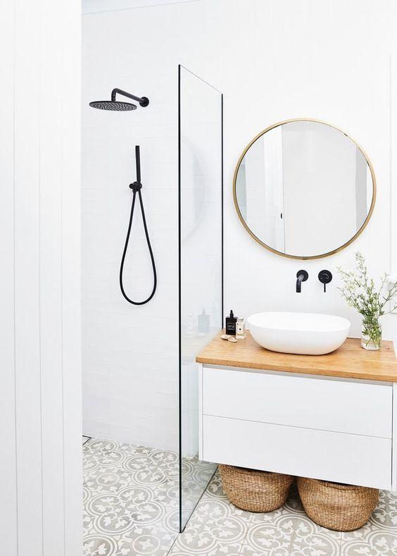 gain de place petite salle de bain exemple miroir rond meuble vasque