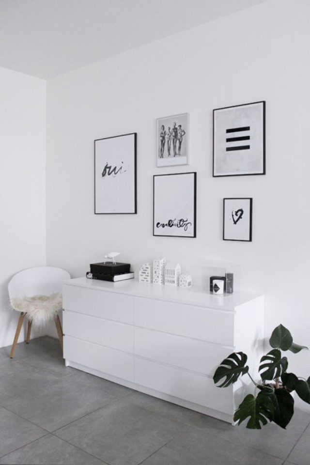 minimalisme chambre decoration exemple commode blanche sol gris cadres déco murale simple