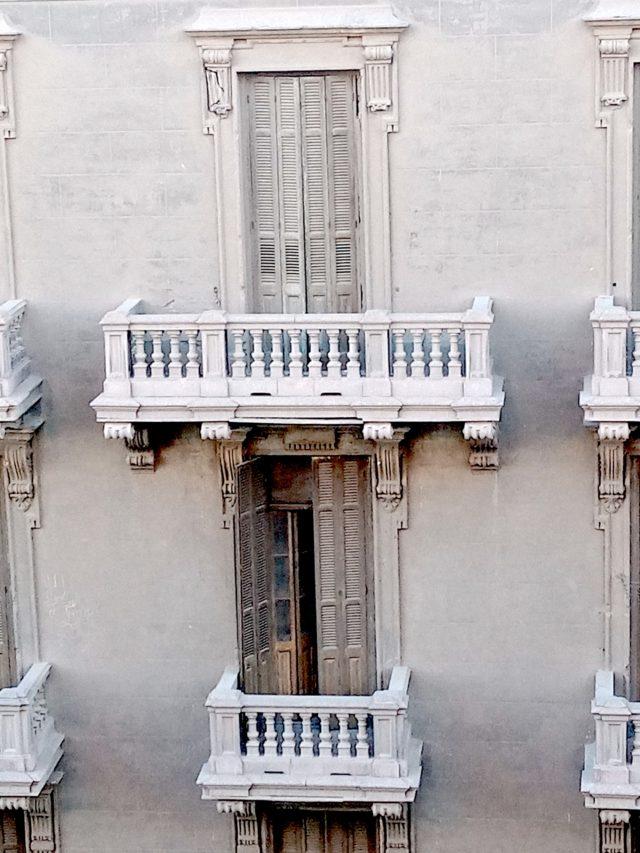 patrimoine 19e Caire détail façade architecture classique à rénover balcon