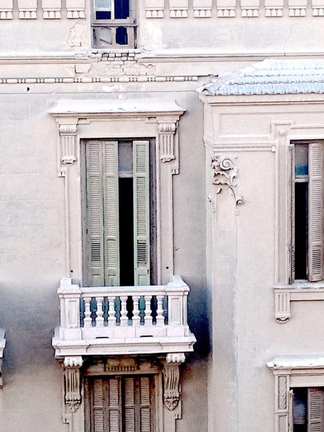 patrimoine 19e Caire détail façade architecture classique à rénover balcon volet bois
