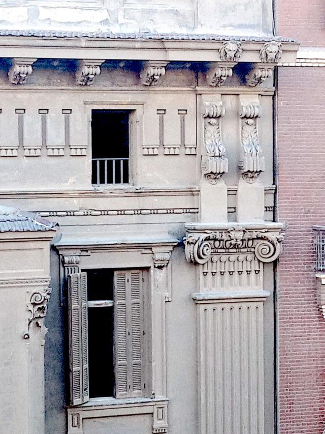 patrimoine 19e Caire détail façade architecture classique haussmanienne