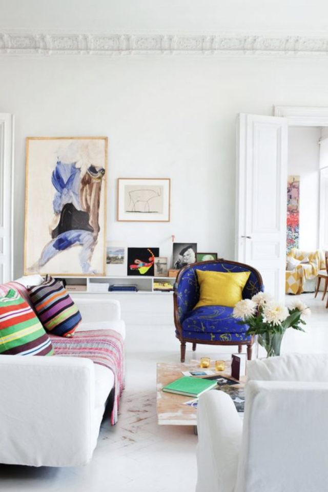 petit budget fauteuil deco salon sajour blanc moderne et couleur dynamique