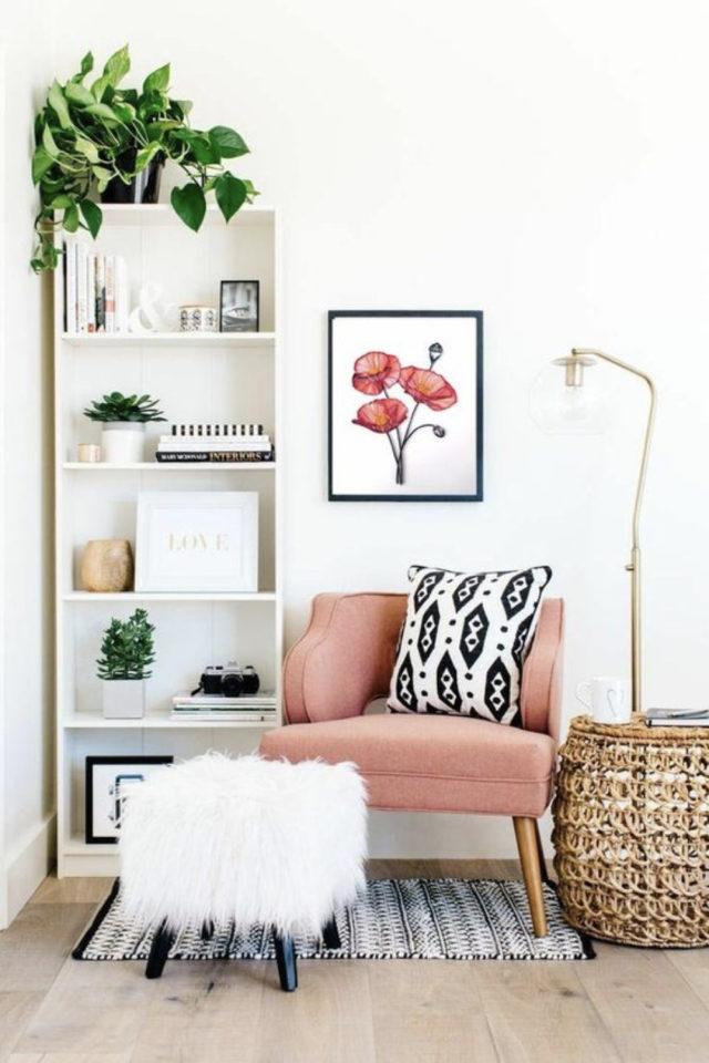 studio etudiant conseil bien etre petite etagere bois fauetuil rose lampe deco