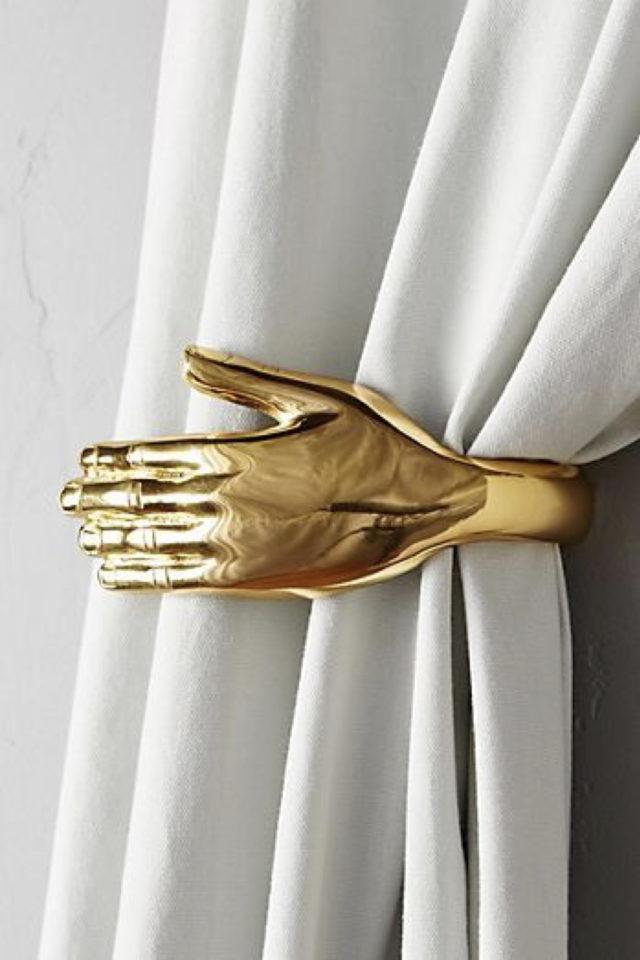 style deco rock materiaux exemple petit détail déco or laiton doré main rideaux