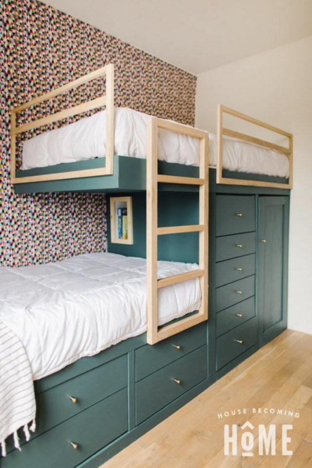 1 chambre 2 enfant exemple lit sur mesure déporté rangement bois vert et papier peint