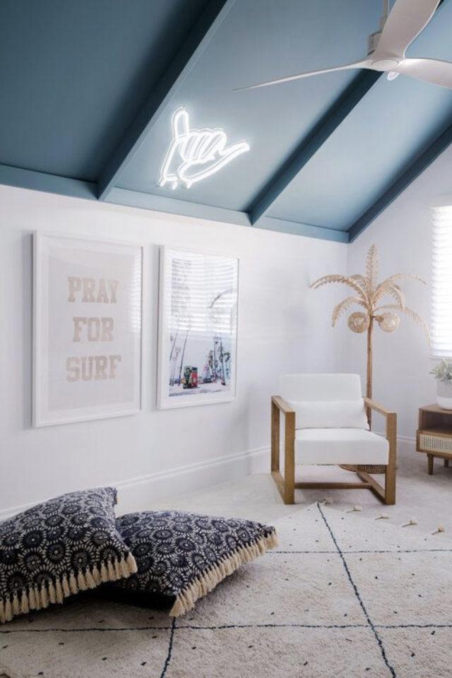 ambiance douce chambre enfant plafond peinture mansarde combles