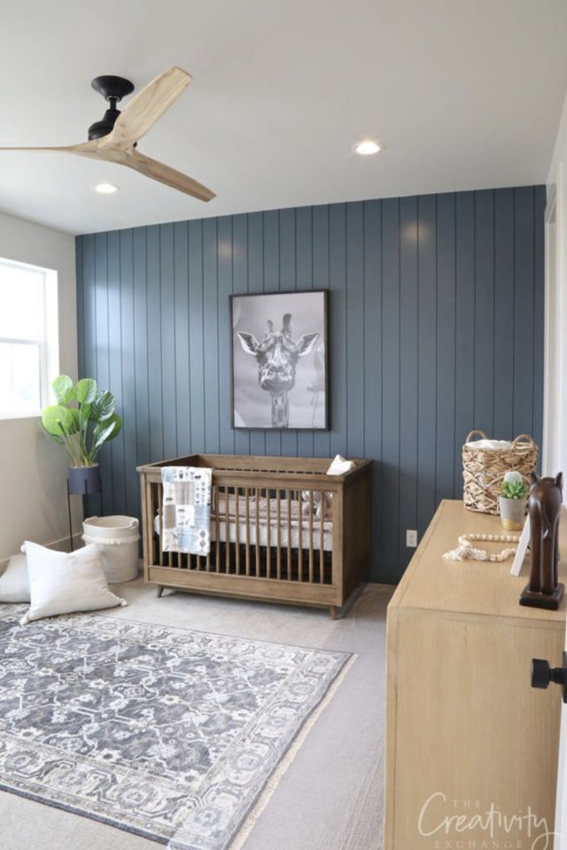 ambiance douce chambre enfant bébé lit en bois lambris bleu