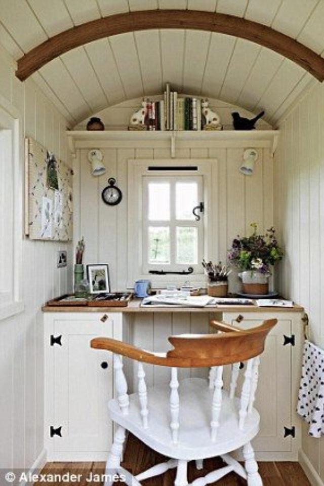 amenagement teletravail chalet de jardin exemple roulotte petit bureau calme tranquillité