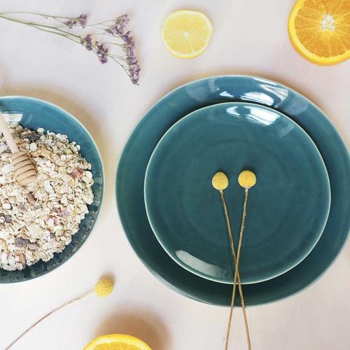 art de la table bord de mer assiette couleur bleu paon