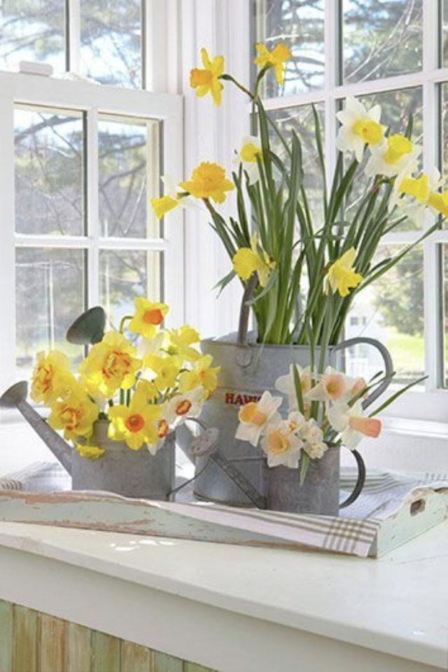 bouquet jonquille printemps decoration vase arrosoir métal vintage