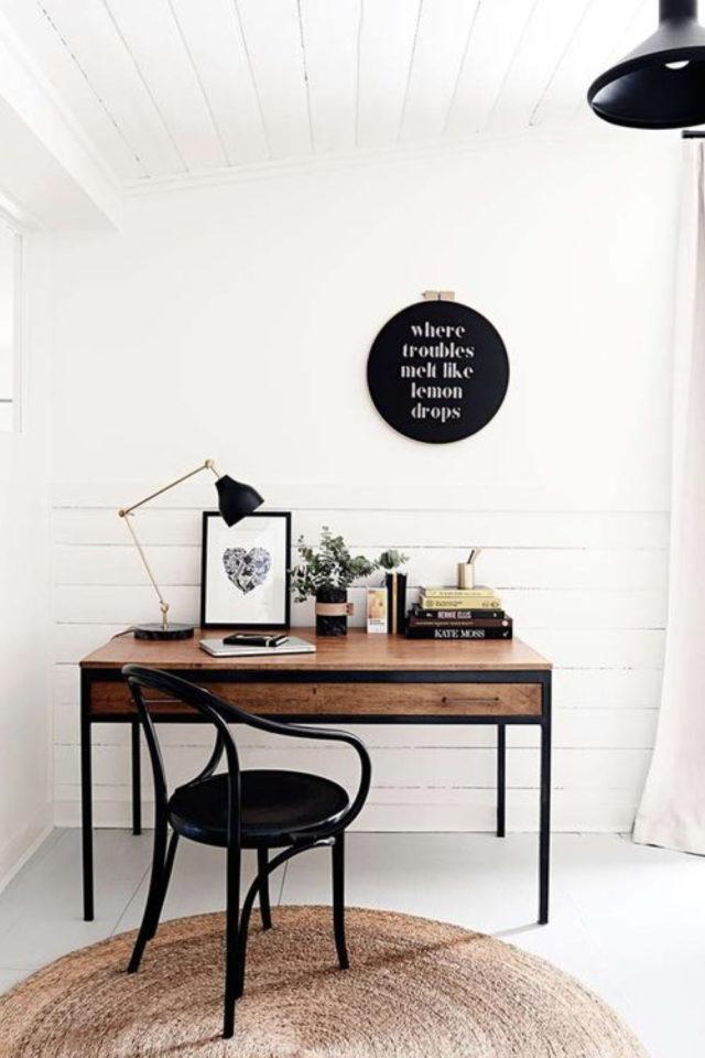 bureau chaise style vintage exemple espace lumineux télétravail fauteuil noir rétro