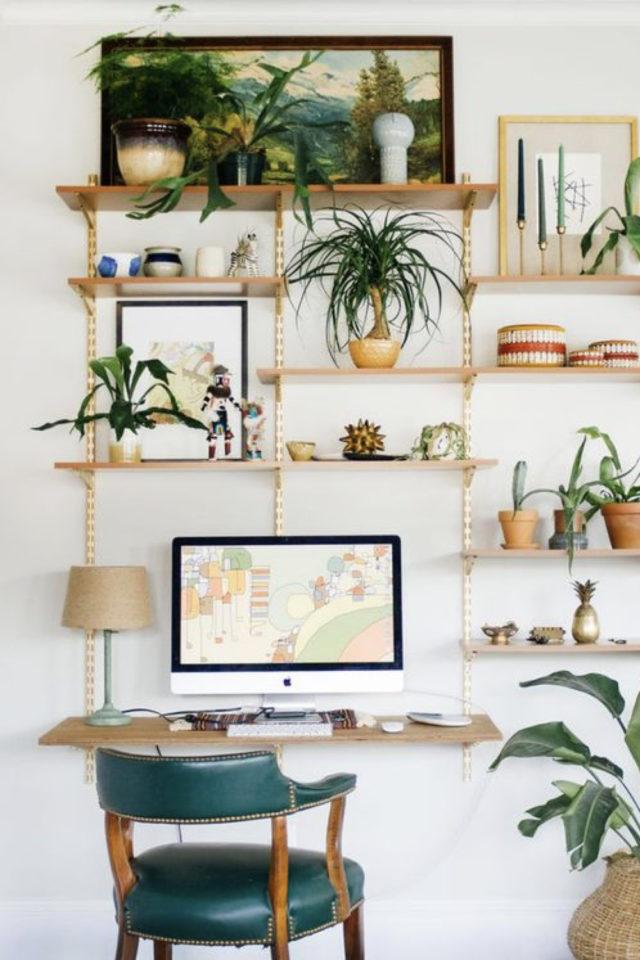 bureau chaise style vintage exemple espace lumineux télétravail fauteuil vert et bois rétro