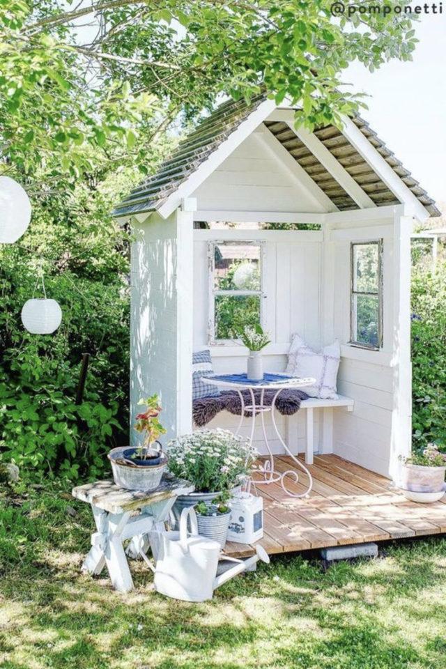 chalet jardin deco exemple petite table détente petit jardin