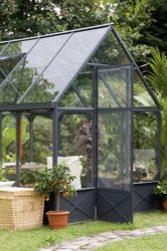 chalet jardin deco exemple serre verre et métal moderne