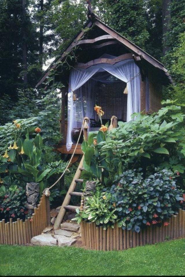 chalet jardin deco exemple détente confort rideau pilotis