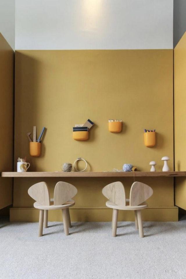 chambre enfant couleur moderne exemple moutarde chaleureux petit bureau peinture murale