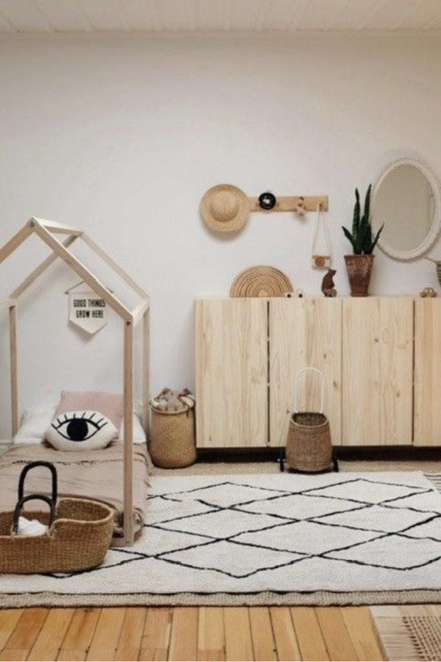 chambre enfant couleur neutre exemple blanc bois calme reposante lit cabane tapis berbère