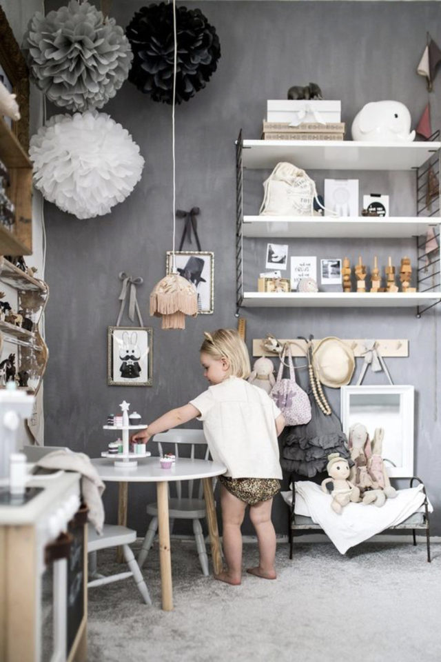 chambre enfant couleur neutre exemple mur béton ciré gris étagères blanches
