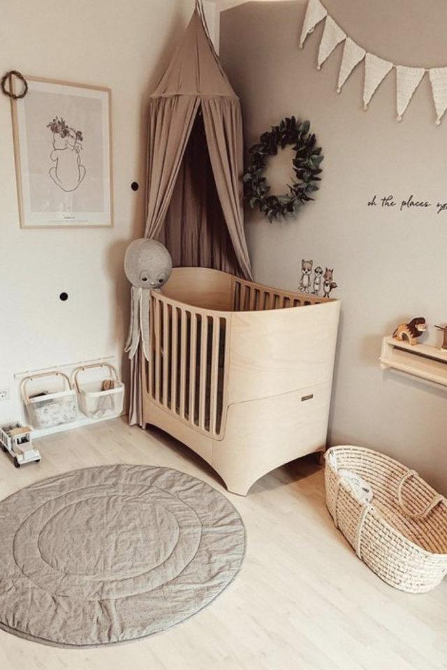 chambre enfant couleur neutre exemple beige écru neutre bois berceau moderne design ciel de lit