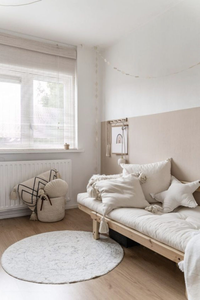 chambre enfant couleur neutre exemple soubasement blanc et beige neutre écru