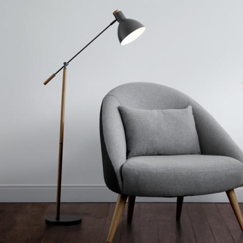 deco et meuble style masculin salon lampadaire bois noir allure épurée