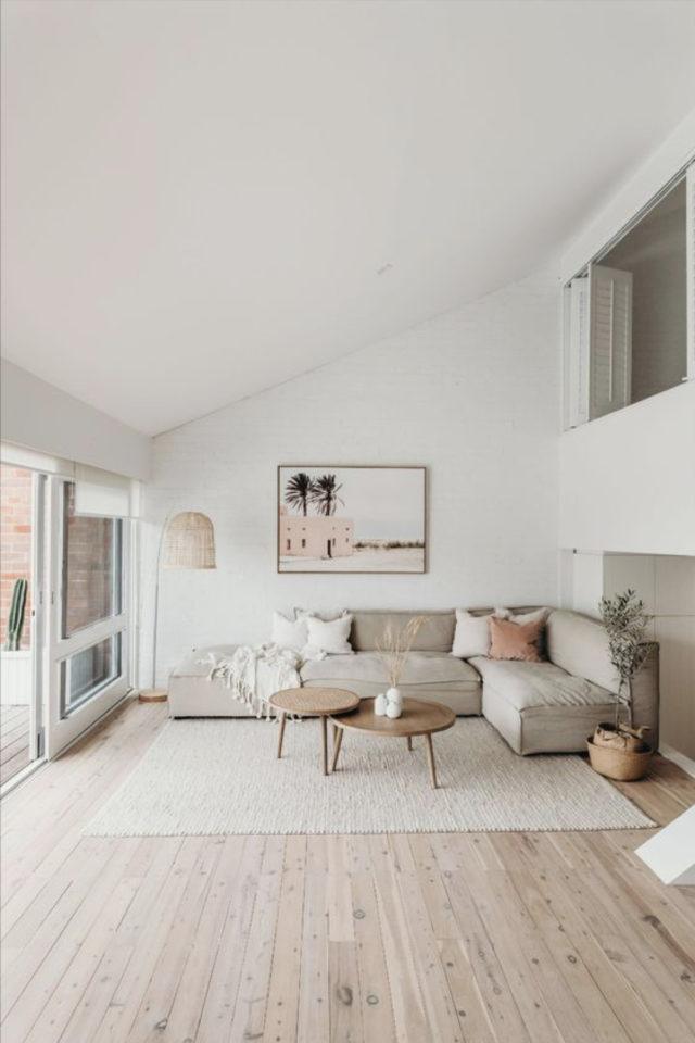 deco interieure slow et naturel exemple grand canapé d'angle beige ambiance détente et calme