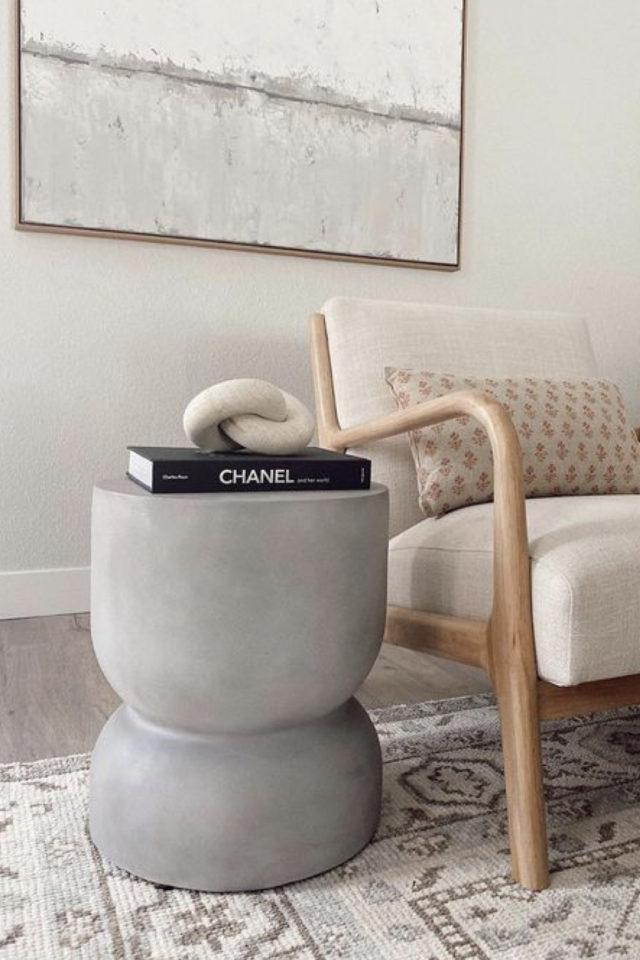 deco interieure slow et naturel exemple meuble appoint bout canapé béton ciment brut