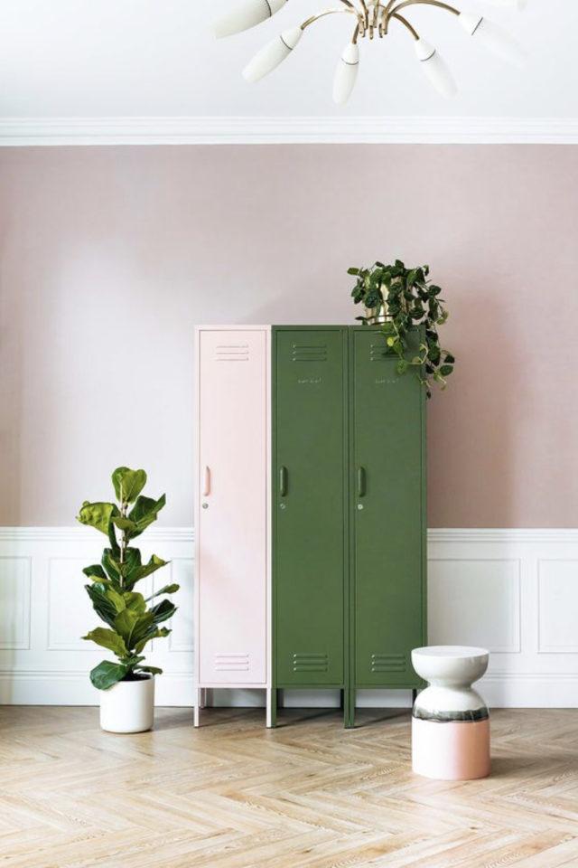 deco interieure vert et rose exemple meuble industriel vestiaire métallique bicolore moderne