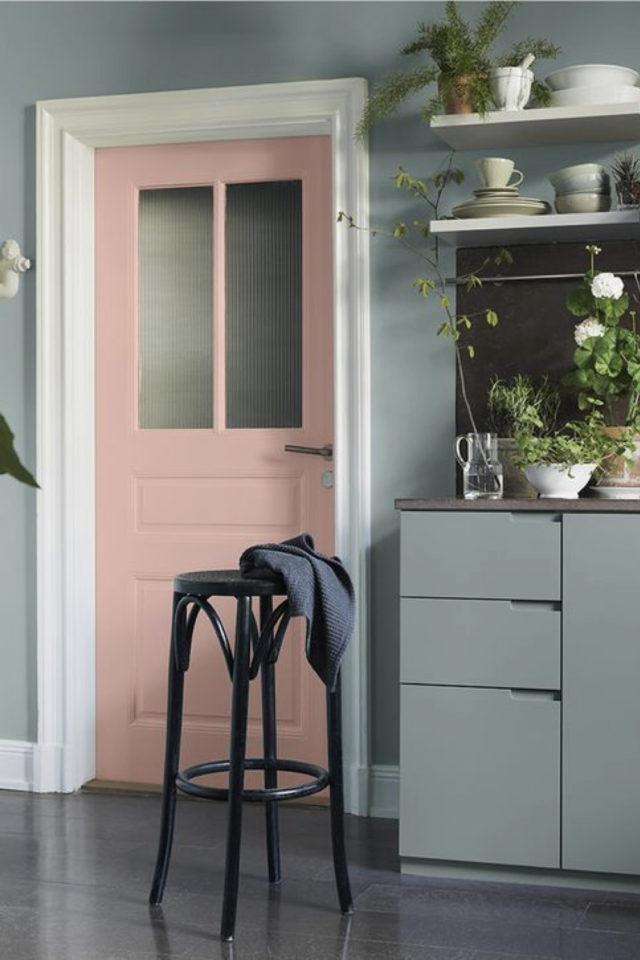 deco interieure vert et rose exemple cuisine peinture porte