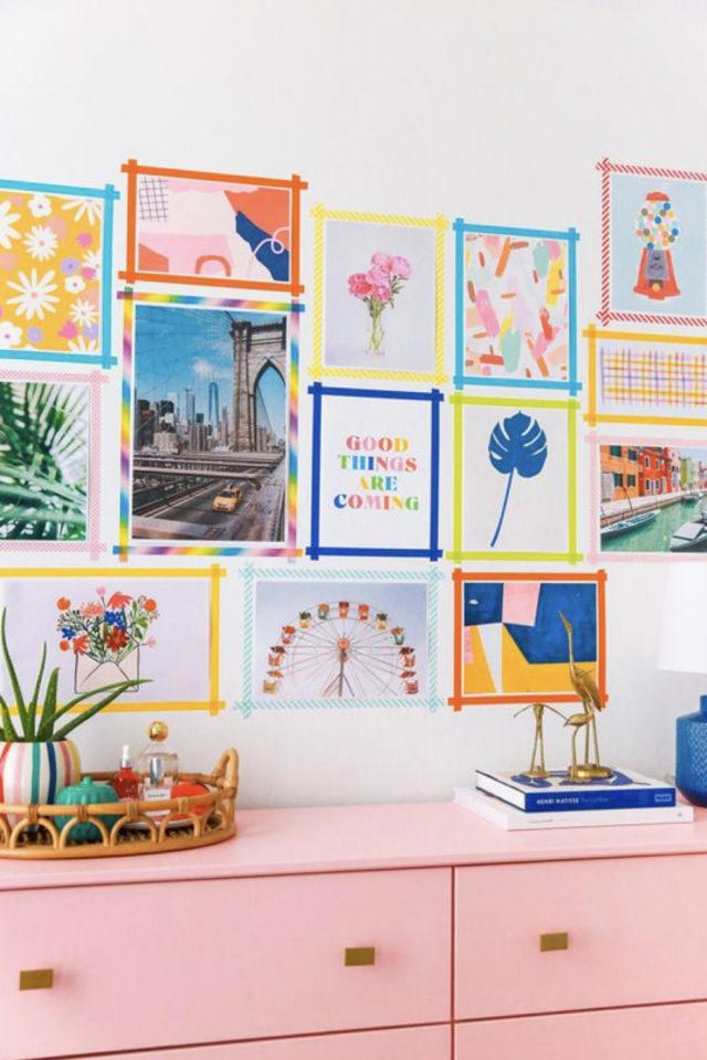 deco murale pas cher masking tape exemple chambre colorée commode rose cartes postales affiches poster