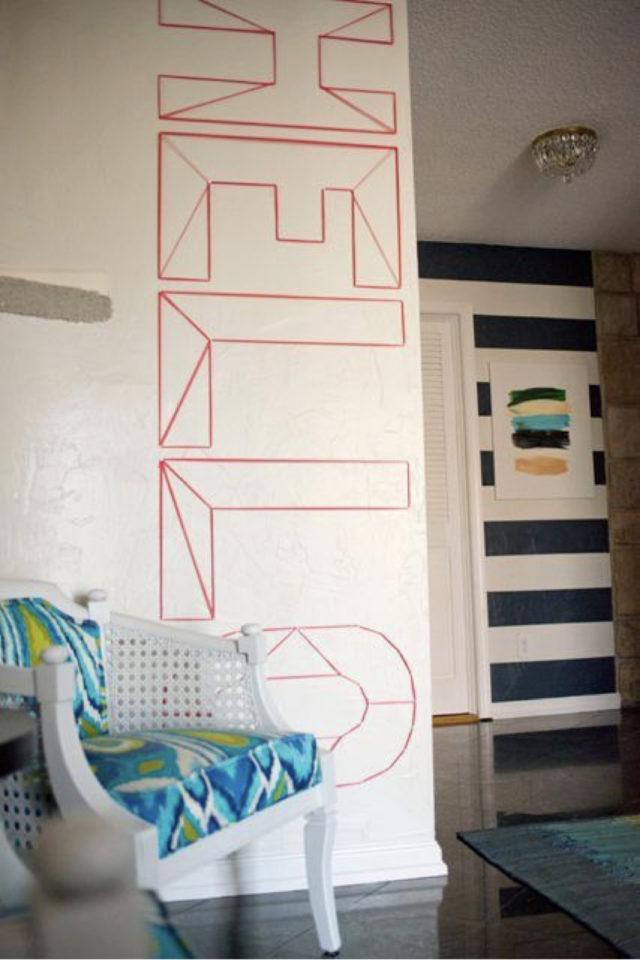 deco murale pas cher masking tape exemple mur blanc message hello décoration entrée couloir typo typographie