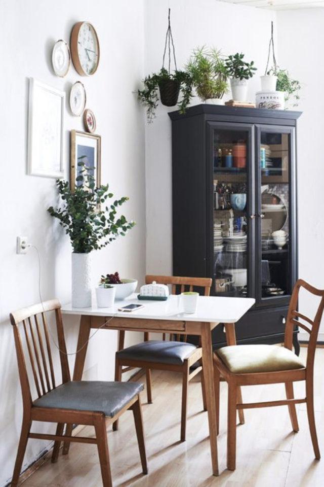 deco pas cher chaise cuisine petit espace repas table bois et blanc carrée chaises en bois et coussin