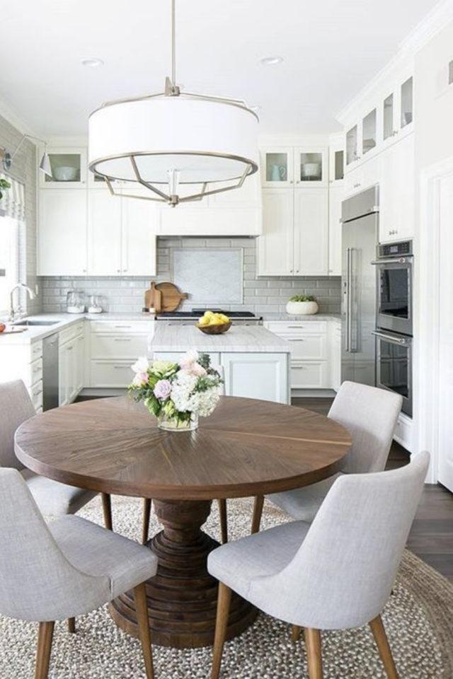deco pas cher chaise cuisine stylef farmhouse table rustique bois rond élégant chaises tissus piètement bois