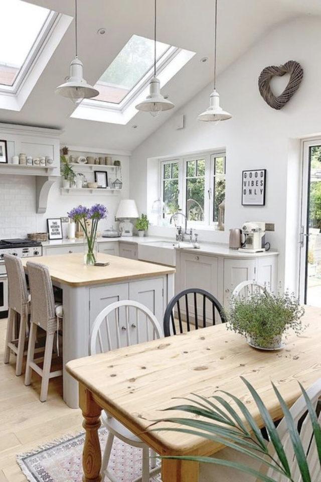 deco pas cher chaise cuisine table bois clair assises scandinave bois bistrot blanc gris noir
