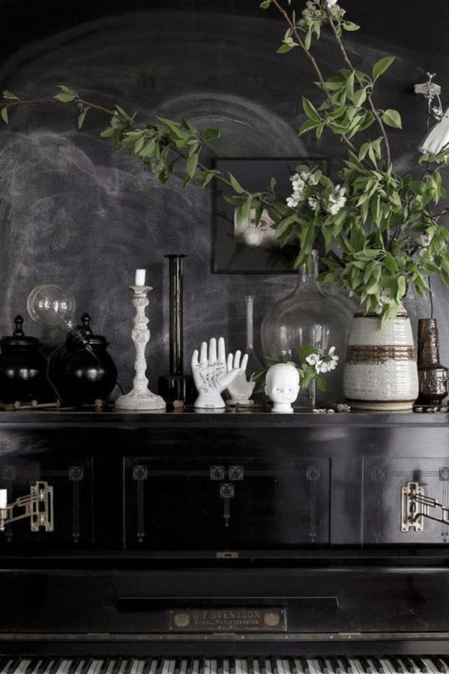 deco rock cabinet curiosite exemple dessus de meuble piano buffet enfilade plantes bougies